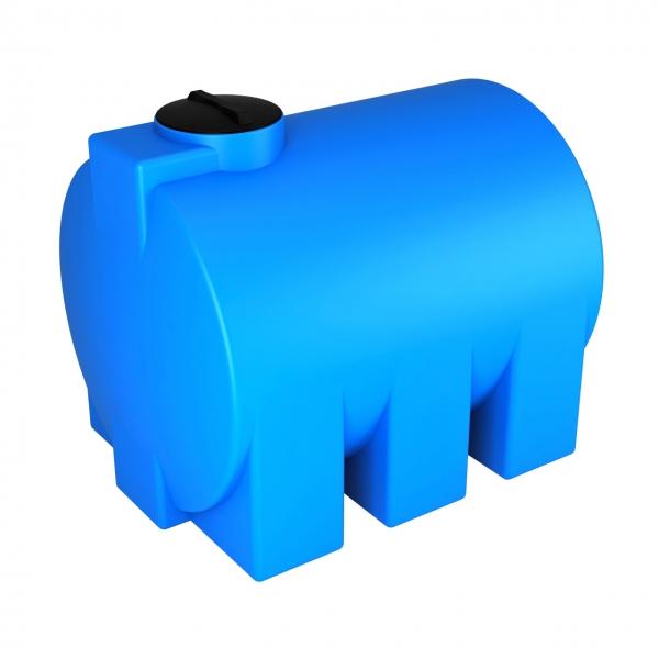 Горизантальная,новая  пластиковая ёмкость,объёмом три тысячи литров,с удобной рабочей высотой и заливной горлдовиной для дизеля,воды по самой выгодной цене в Москве.